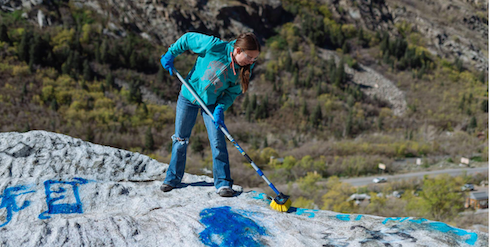 8 Tips to Remove Graffiti at the Crag