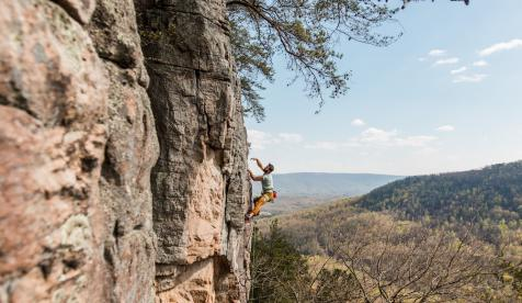 Climbers Buy Major New Crag in Tennessee